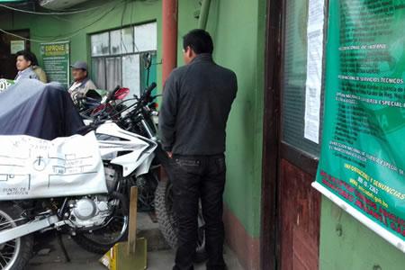 El Alto: Vecinos atrapan infraganti a un ladrón y lo golpean