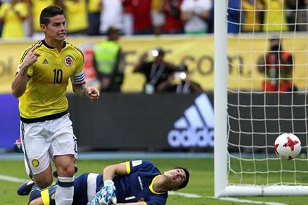 Colombia, sufriendo, derrota a Bolivia y revive en el camino al Mundial