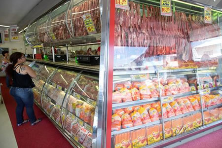 Supermercados de Brasil retiran productos de empresas de carne investigadas