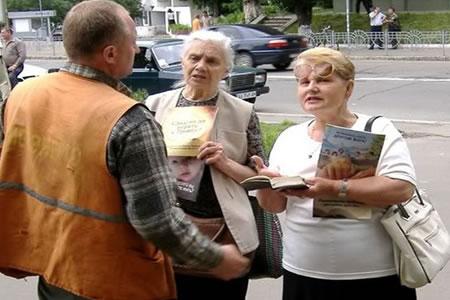 """Rusia suspende por """"extremismo"""" la actividad de los testigos de Jehová"""