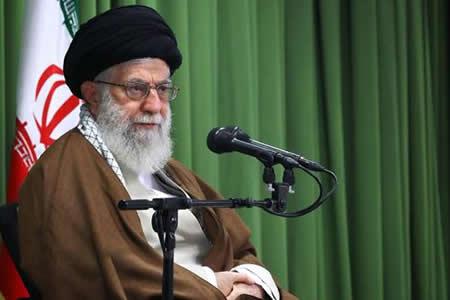 Líder supremo iraní reta a Estados Unidos sobre el futuro del acuerdo nuclear