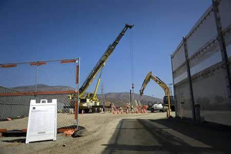 Cuatro de los ocho prototipos del muro de EEUU con México ya están terminados