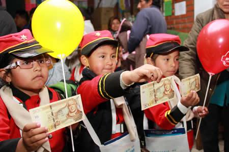Gobierno afirma que el pago del bono Juancito Pinto está libre de condicionamientos
