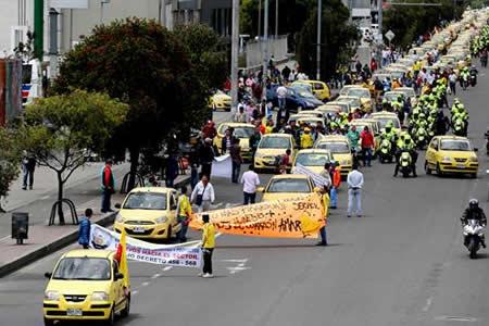 Uber y Cabify dicen respetar huelga en Bogotá y libre elección de transporte