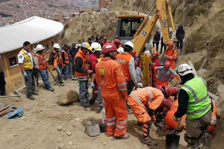 Caída de talud en La Paz deja un obrero muerto