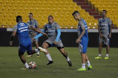 Gremio entrenó en el estadio de Barcelona para partido por semifinal de Copa