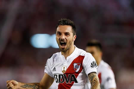 Scocco vuelve a vestirse de héroe y deja a River Plate cerca de la final