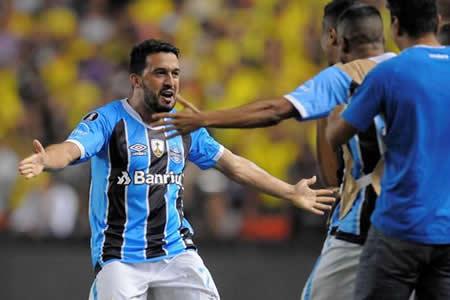 Gremio golea y queda más cerca de jugar su quinta final de Libertadores