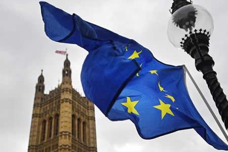 """La UE podría ofrecer a May un periodo de transición de 20 meses tras """"brexit"""""""