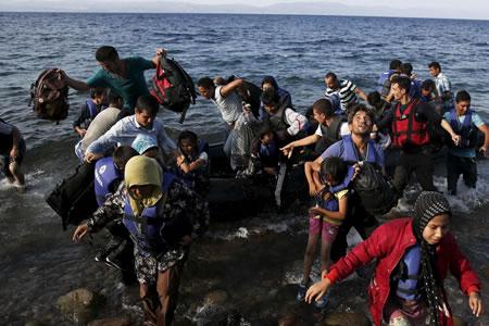 Bruselas pide más solidaridad con refugiados y mayor protección para menores