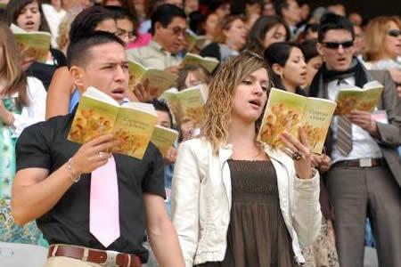 Rusia prohíbe a testigos de Jehová al considerarlos organización extremista