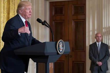 Trump promete mejor relación comercial a China si ayuda con Corea del Norte