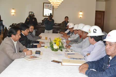 Morales y trabajadores petroleros acuerdan la exploración de nuevos campos gasíferos