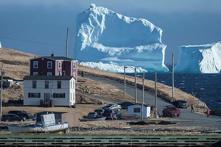 Este iceberg gigante es lo mejor que le pudo haber pasado a este pueblito