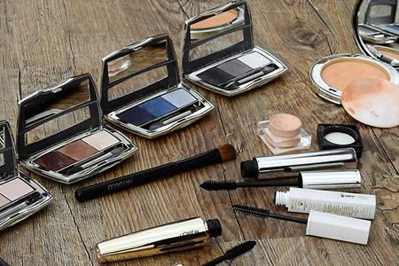 Una artista del maquillaje crea ilusiones ópticas imposibles en su propio cuerpo