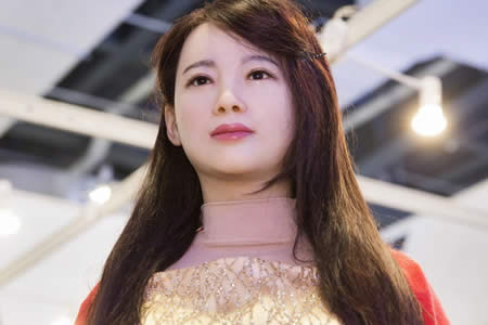 Confusión en la primera entrevista de un medio extranjero a un robot chino