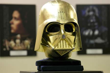 Venderán una réplica en oro del casco de Darth Vader en una joyería de Japón