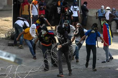 Fiscalía confirma 26 muertos por violencia en las protestas en Venezuela