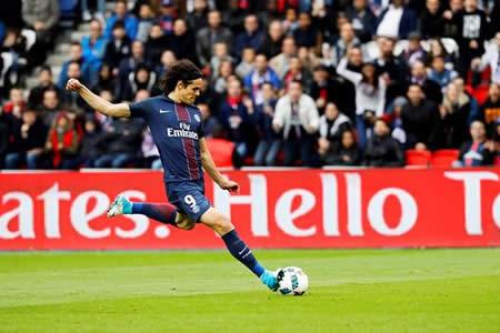 Cavani renueva hasta 2020 con el París Saint-Germain