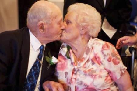 Una pareja británica fallece el mismo día después de 77 años de matrimonio