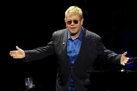 """Elton John cancela una serie de conciertos tras contraer una infección """"potencialmente mortal"""""""