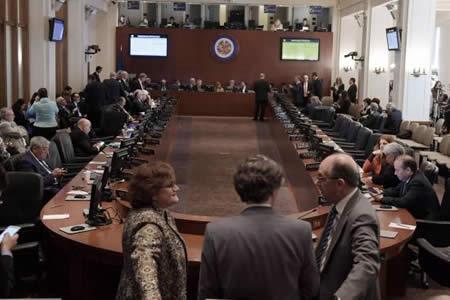 Venezuela necesitaría dos años y pagar deuda de 8,7 millones para dejar OEA