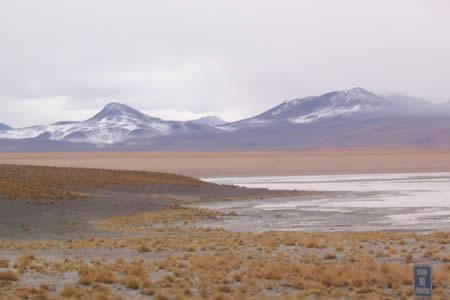 Bolivia difunde alcances del geotérmico Laguna Colorada