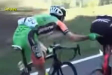 El ciclista que se creía urólogo: Lo que le hizo a su rival en plena carrera no tiene nombre