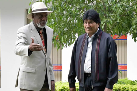 """Morgan Freeman visita Bolivia para filmar su documental """"La Historia de Dios"""""""