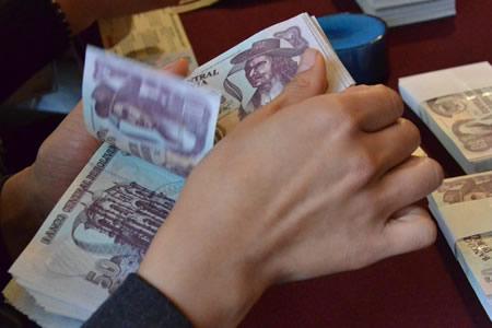 Aumento salarial pone en jaque a empresas y estabilidad de empleo en Bolivia