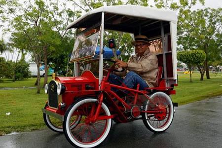 P.Rico bate récord mundial de desfile de automóviles antiguos en movimiento
