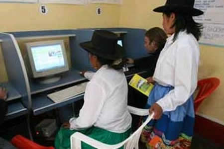 Costo, analfabetismo y género, mayores barreras de acceso a la red en Perú