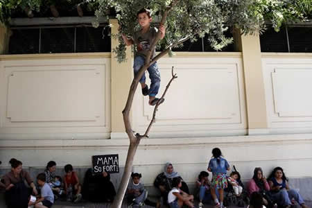 HRW alarma sobre creciente número de refugiados menores en celdas policiales