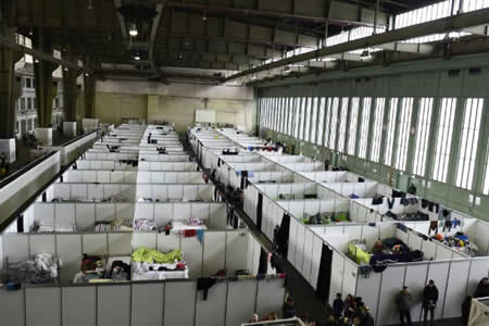 """Berlín defiende devolución de refugiados a Grecia y dice será """"cifra mínima"""""""