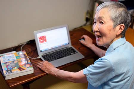 Nunca es tarde: Conozca a una de las desarrolladoras de aplicaciones más veteranas del mundo