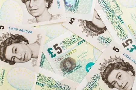 El Banco de Inglaterra seguirá emitiendo billetes con grasa animal
