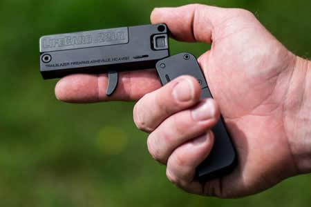 Estilo James Bond: La 'tarjeta de crédito' que dispara balas de verdad