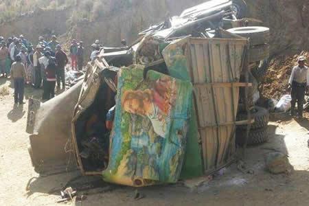 Tránsito confirma 11 fallecidos en embarrancamiento de bus