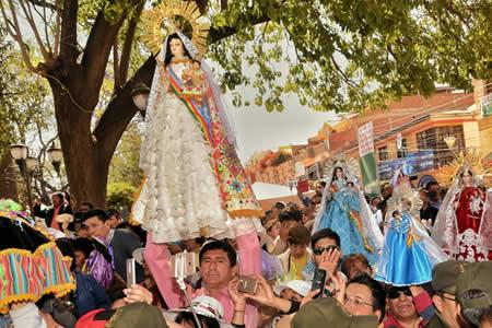 Culmina Fiesta de Urkupiña con masiva presencia de feligreses en peregrinaje y visitas al Calvario