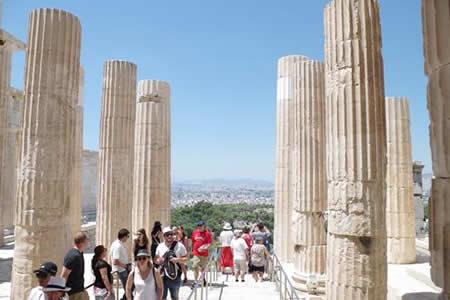Turismo en Grecia: récord de llegadas pero inaccesible para muchos griegos