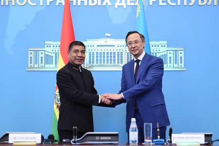 Bolivia y Kazajistán coinciden en potenciar relación en materia energética, minera y producción