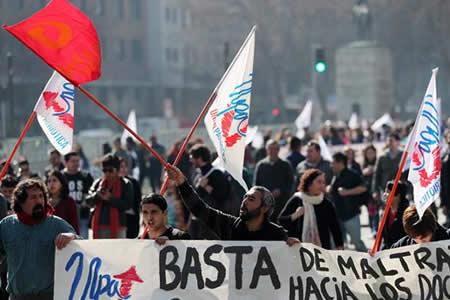 Profesores marchan masivamente en Chile contra proyecto de educación