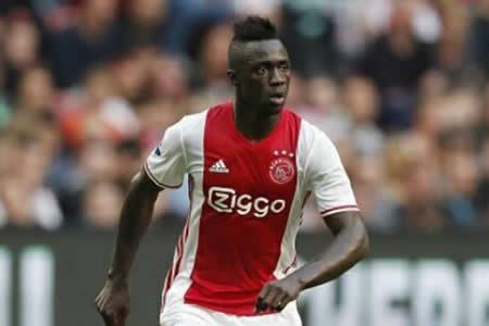 Tottenham y Ajax cierran el traspaso del colombiano Davinson Sánchez
