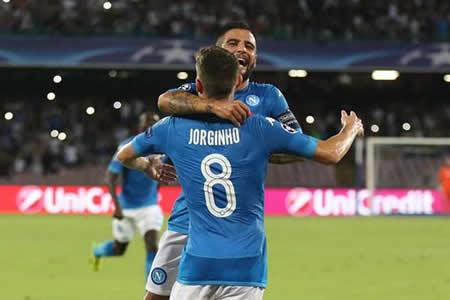 El Nápoles arranca con un triunfo 3-1 ante el Verona en la nueva Serie A