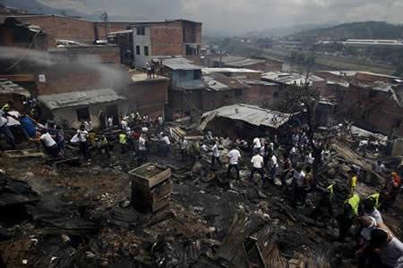 Declaran calamidad por incendio que afectó 471 familias en Medellín, Colombia