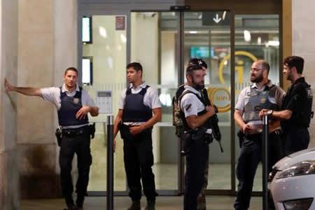 Muere a tiros de la policía en Francia un hombre que amenazó con un cuchillo