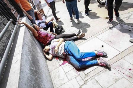 Fiscalía confirma la muerte de mujer durante consulta opositora en Caracas