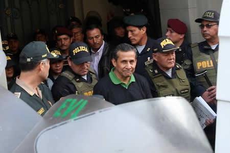 """Humala permanece """"tranquilo"""" y pide que no le den trato especial en prisión"""
