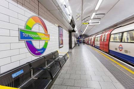 """El metro de Londres cambia el """"Señoras y caballeros"""" por un """"Hola a todos"""""""