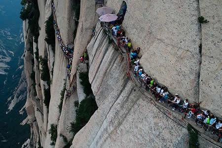 La ruta de senderismo 'made in China' más escalofriante del mundo